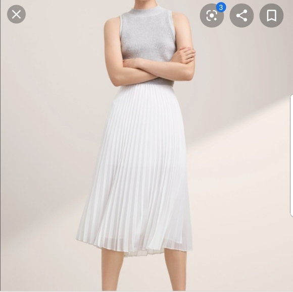 Aritzia Babaton white pleated skirt
